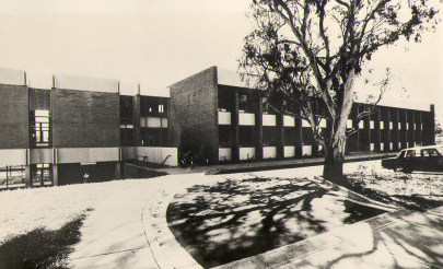 Image for photo: 1972 front of Junior School facing Grey Street.jpg