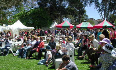 Image for photo: Fete2002Crowd01.jpg